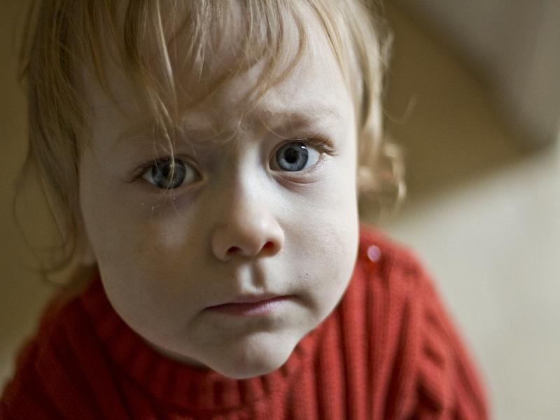 Ha tikkel a gyerek - Mi lehet a tikkelés kiváltó oka? Milyen tünetekben jelentkezhet? Hogyan segíthetsz szülőként?