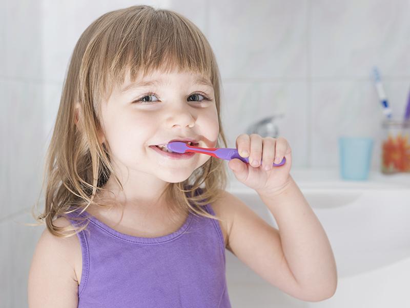 Így szerettesd meg a gyerekkel a fogmosást! - Miért fontos a tejfogakat is rendszeresen tisztítani? Szakember tanácsai