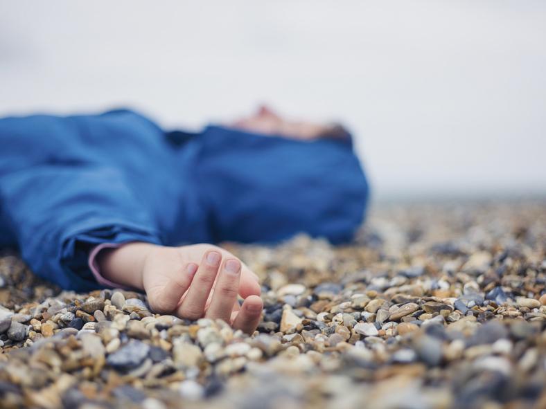 Ha az egészségesnek tűnő gyerek megszédül, összeesik - Mi lehet az ájulás oka? Mikor kell azonnal orvost hívni?
