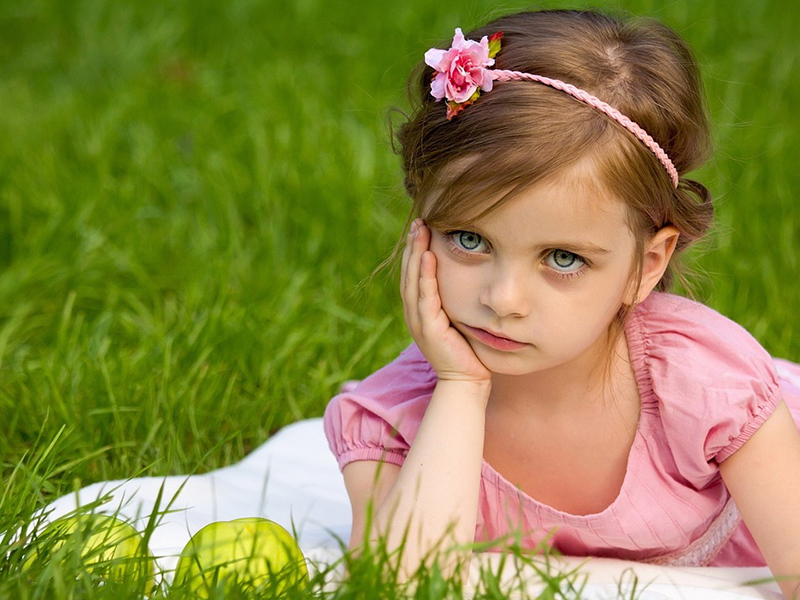 Így hat a gyerekre, ha egész nyáron lustálkodik! - Miért ne hagyd órákig tévézni akkor sem, ha otthon tölti a nyarat?