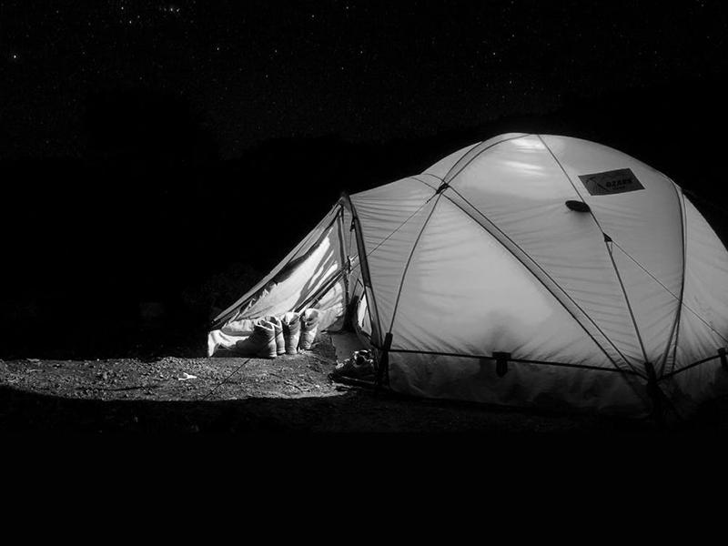 Táborban molesztálta a gyerekeket a magyar pedagógus! Bemászott a sátrukba, simogatta és csókolgatta őket - 8 évet is kaphat