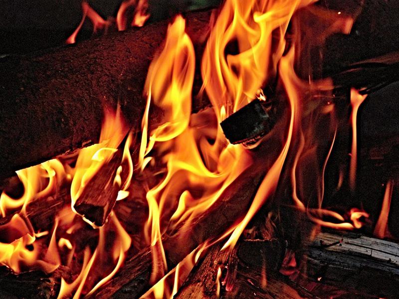 Súlyosan megégett a lányuk, a szülők mégsem vitték orvoshoz, nehogy megszólják őket a faluban - Bele is halhatott volna