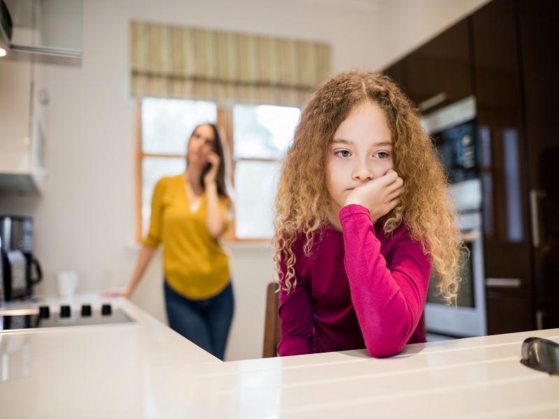 Szülői felügyeleti jog, gyermek átadása - Mit tehet az aggódó szülő, ha volt párja magánál tartja a gyermeket? Jogi szakértő válaszol