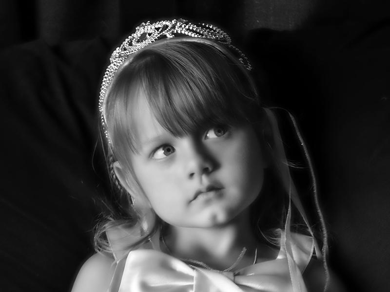 Gyermekszépségversenyek pszichológus szemmel: hogyan hat a gyerekre, ha túl korán kerül a szépségiparba?