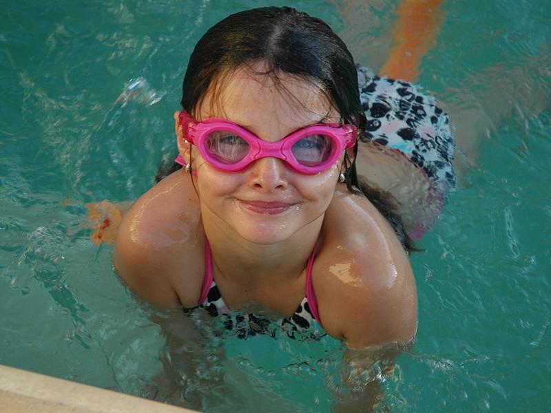 Így távolítsd el a fülben rekedt vizet úszás, fürdőzés után! - 6 szuper módszer, amivel megelőzheted a fülgyulladást