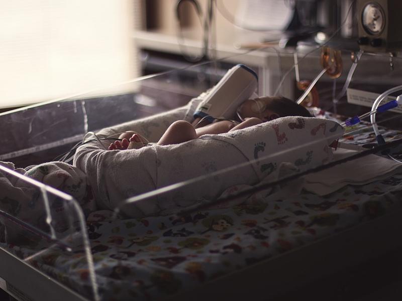 Újszülötteket zaklattak a kórház dolgozói - Le is fotózták, mit csináltak a csecsemőkkel