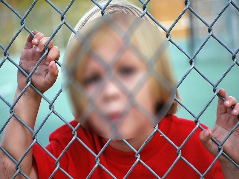Beragasztotta a kisfia száját a tatabányai anya, mert nem tudott tőle tévét nézni - 5 év börtönt is kaphat