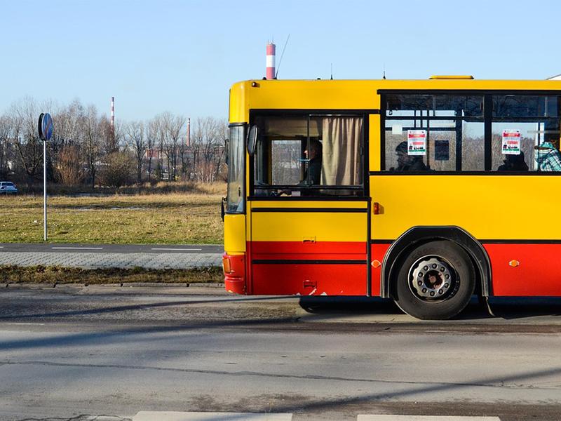 Menetrend szerinti járat ütött el egy 10 éves kisfiút Debrecen közelében - A kórházban belehalt sérüléseibe