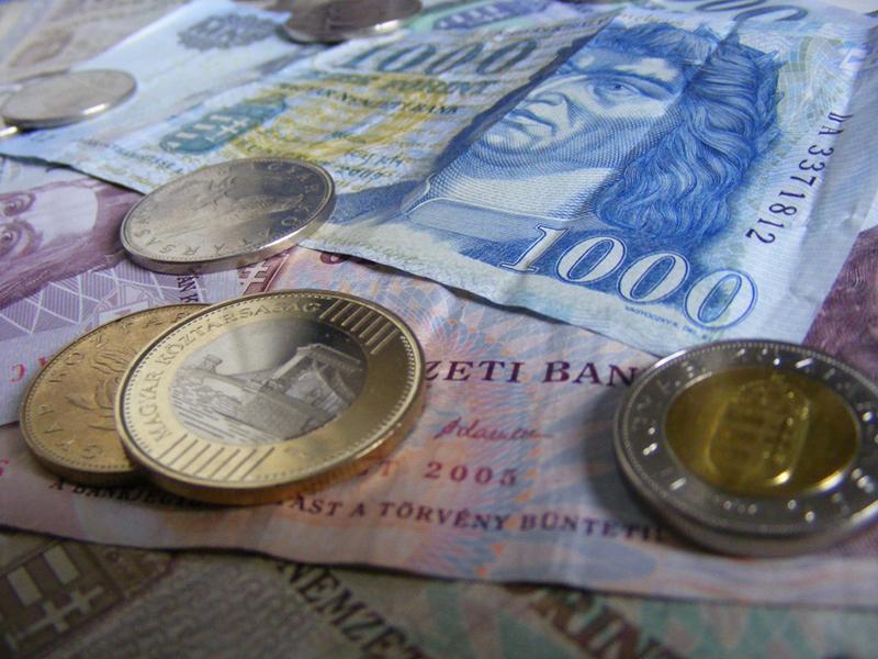 Családi pótlék, anyasági támogatás, GYES, GYET novemberben - Csúsznak a kifizetések a munkaszüneti nap miatt