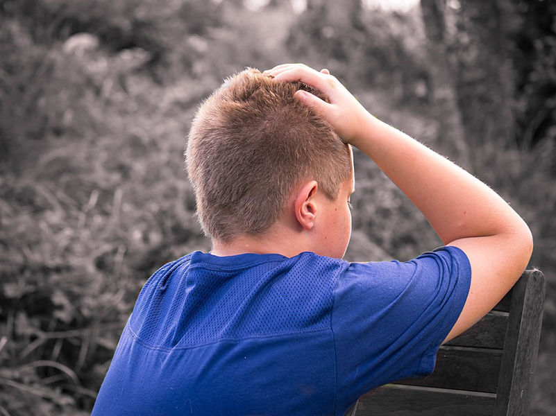 Gyermekbántalmazás bejelentése: hova fordulhatsz, ha bántalmazásra gyanakodsz a környezetedben? Családjogi szakértő válaszol