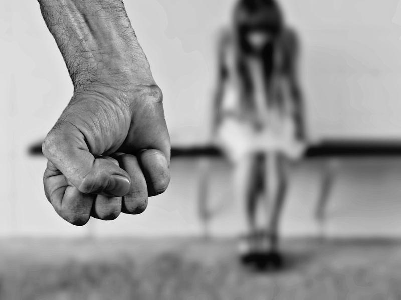 Tanári erőszak: bottal, tenyérrel verte, rugdosta a gyerekeket egy somogyi általános iskola tanára - Felfüggesztett börtönt kapott