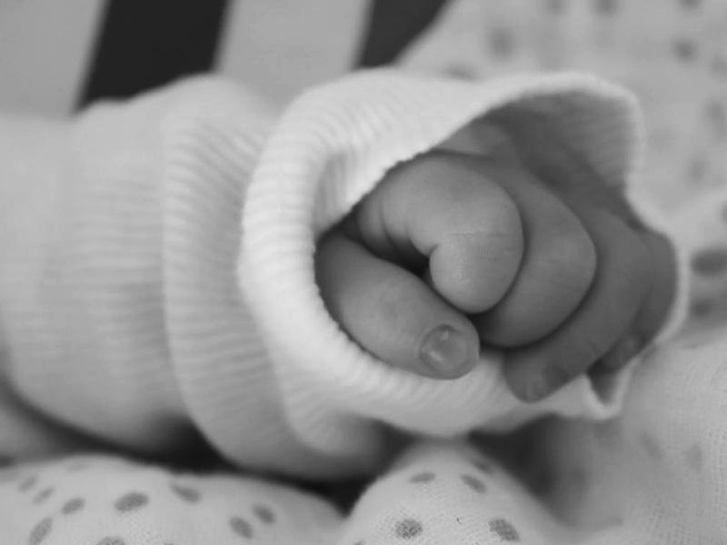 Kiderült! Ez okozta az édesanya halálát, aki egészséges hármas ikreknek adott életet Debrecenben - Mi az a HELLP szindróma?