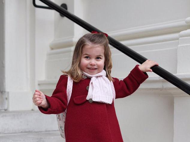Óvodás lett a kis Sarolta hercegnő! Tündéri fotókat osztott meg róla a brit Palota az első ovis napján