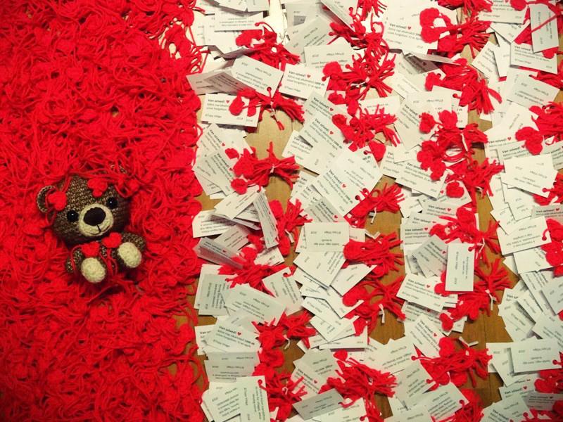 1000 darab horgolt piros szívecske lepi el Budapestet Valentin-nap alkalmából! - Van pár tippünk, hol keresd őket