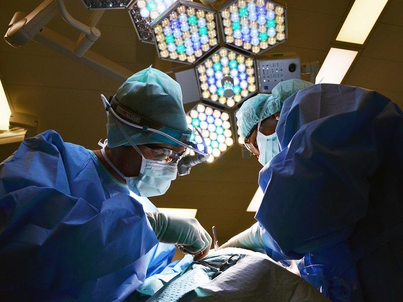 Tévesen hajtottak végre koponyaműtétet egy 7 éves kisfiún Debrecenben! - Nem is az volt a baja, amit az orvosa állított