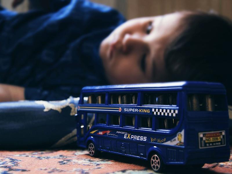 Autistavizsgáló központ nyílt Budapesten! - Milyen tüneteknél gyanakodj autizmusra? Hogyan látja egy autista a világot?