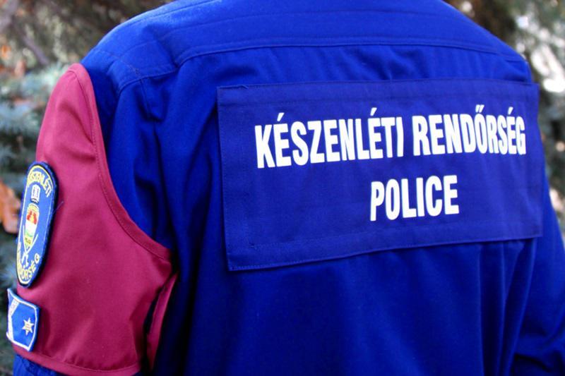 Könnygázpuskával lőtte meg társát egy elsős kisdiák Győrben, a rendőrségi bemutatón - Négyen kerültek kórházba