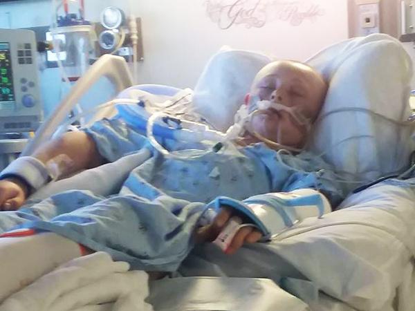 Az utolsó pillanatban ébredt fel a kómából ez a kisfiú! Szülei már a szervadományozási papírokat is aláírták