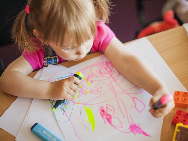 Balkezes vagy jobbkezes lesz a gyerek? Egy friss kutatás szerint a születési testsúlytól is függhet a balkezesség