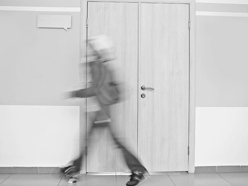 Osztálytársát fojtogatta egy diák egy budapesti iskolában! Az iskola nem a legjobb módot választotta az ügy rendezésére