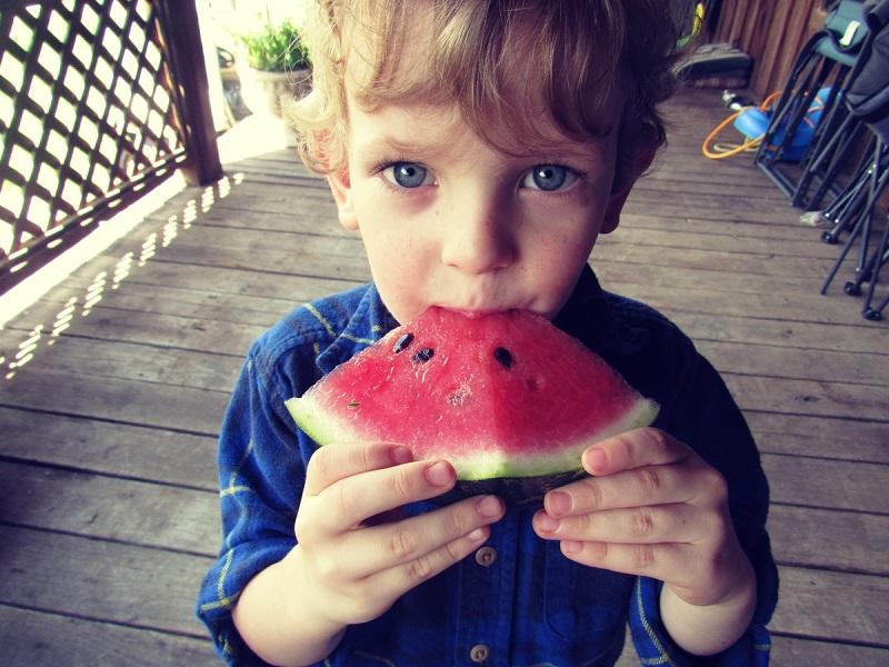 Nyári szuperételek: 9 zöldség és gyümölcs, ami védi a bő