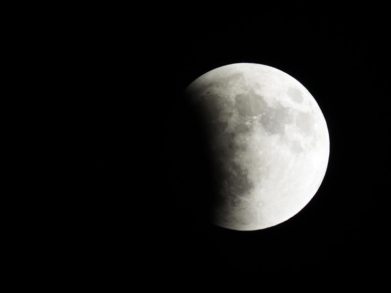 Ilyen holdfogyatkozást csak egyszer láthatsz az életben! - Mikor kezdődik, meddig tart és mit figyelj ma éjjel az égbolton?