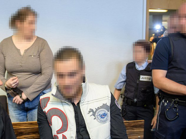 A saját anyja erőszakolta meg és árulta pedofiloknak a kisfiút! Több mint két évig nem tettek semmit a hatóságok