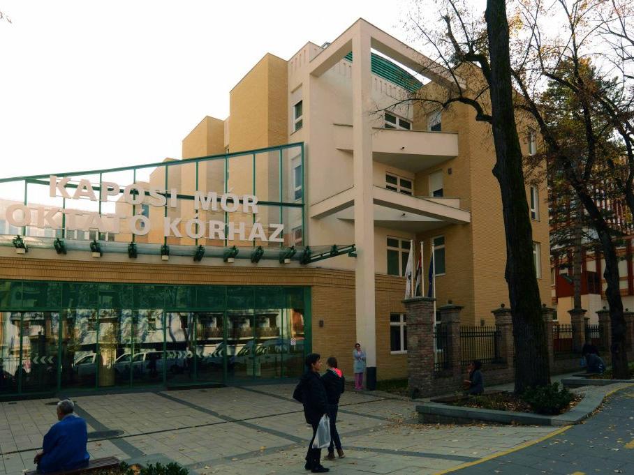 Kizuhant egy 8 éves kisfiú a kaposvári kórház harmadik emeletéről! - Senki nem vette észre, hogy bement a takarítóhelyiségbe