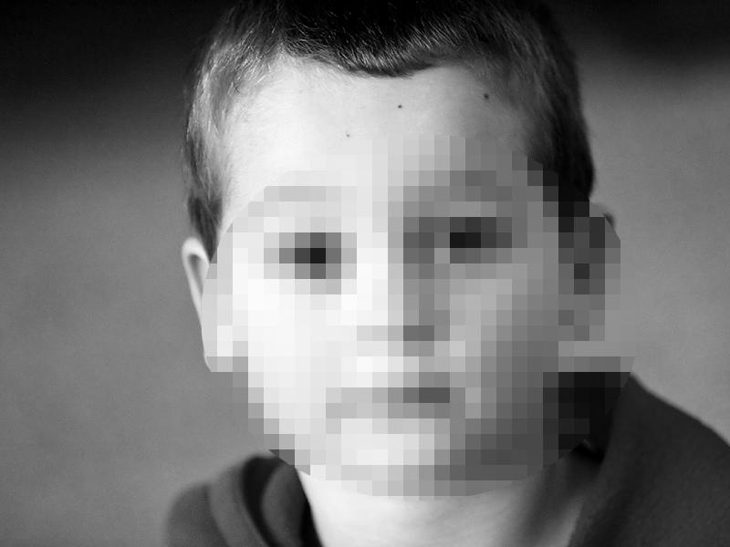 Másfél éven keresztül rendszeresen megerőszakolta a férfi a kisfiút és pornográf felvételeket készített róla - Felfüggesztett börtönt kapott