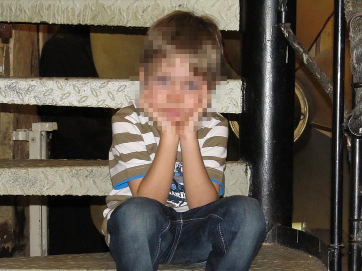Felmentette a bíróság azt az apát, aki a kisebbik fiát szexre kényszerítette a vád szerint - Pedig első fokon 6 év börtönt kapott