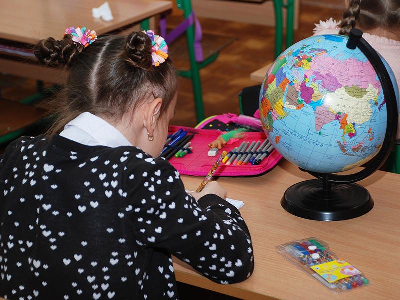 Acetonnal akarta megmérgezi osztálytársát két 9 éves kislány egy sárvári általános iskolában - Ezért tették!