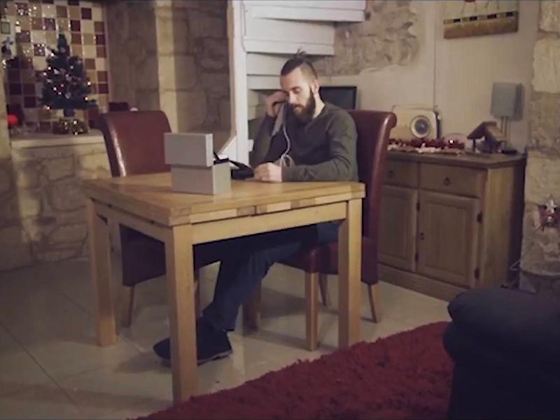 Ezen a karácsonyi reklámon könnyezik most a fél világ - Ha végignézed, te is megérted, hogy miért