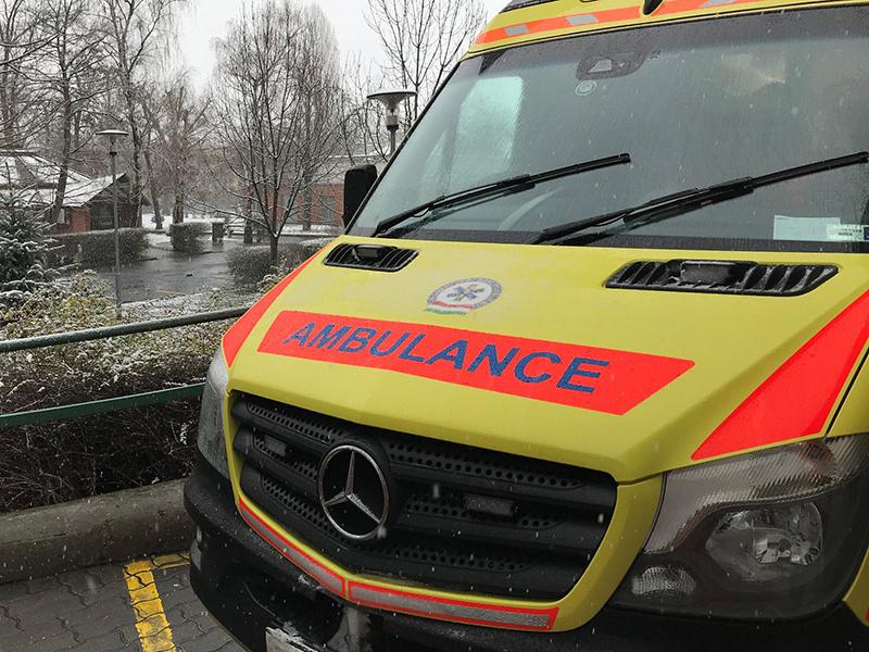 Mentők, kórházak, patikák az ünnepek alatt - Mit tehetsz, ha karácsonykor betegszik le a gyerek?