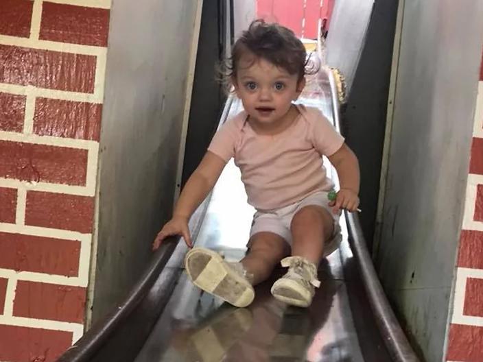 Halálra fagyott egy kétéves kislány a téli éjszakában! Éjjel pizsamában kibotorkált a házból, de nem tudott visszamenni