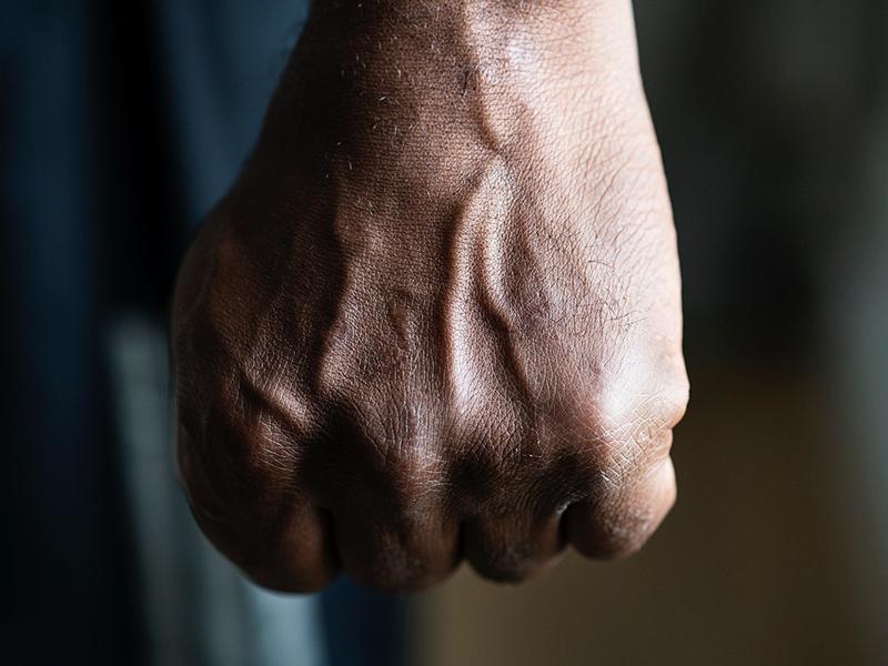 Ököllel ütötte tanárát a diák egy hajdúböszörményi általános iskolában, mert az fegyelmezni próbálta
