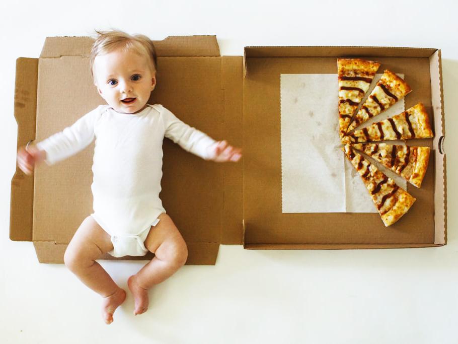 Itt a pizza-bébi! - Tündéri fotókon örökítette meg kisfia első évét a fényképész anyuka