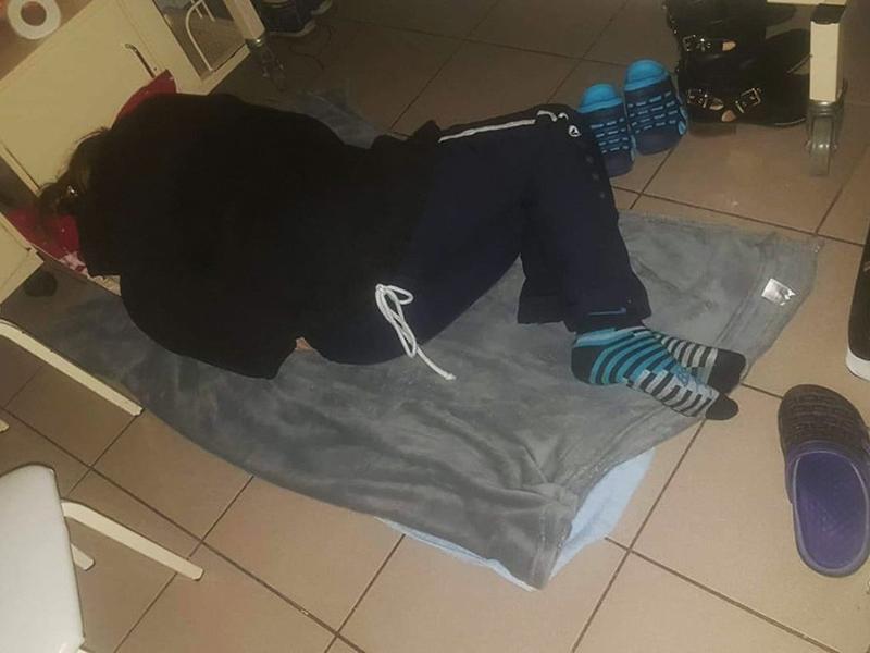 Hiába kaptak ágyakat, továbbra is a földön alszanak az anyukák a Heim Pál kórházban - Megszólalt az Ágyat az anyukáknak kitalálója