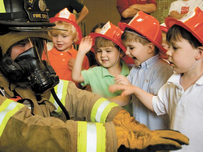 Gyermeknapi ingyenes program a tűzoltóknál 2019: Több mint 400 tűzoltóságon várják a gyerekeket a Nyitott szertárkapuk napján