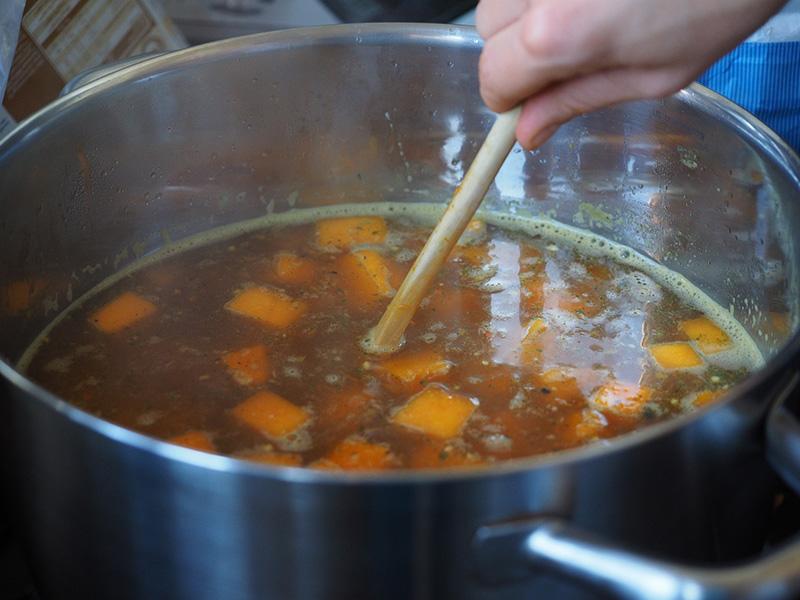 Rovarlárvát találtak a levesben egy iskolai menzán! - Az ügyet a Nébih vizsgálta, most hozták nyilvánosságra az eredményt