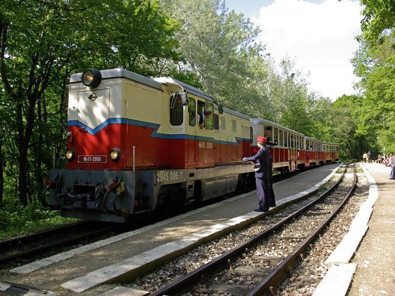 Ajándék vonatozás gyerekeknek 2019: Mutasd be a kitűnő bizonyítványod, és ingyen utazhatsz a Gyermekvasúton!