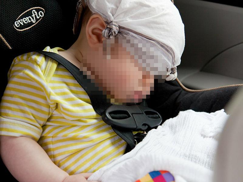 Meghalt egy 11 hónapos kislány, mert a szülei fél napon át a forró autóban hagyták! - A nagymama fedezte fel a picit