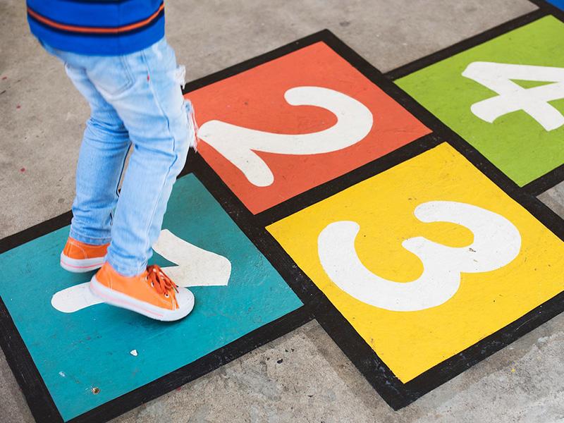 Gyermek fejlődése: Ezek a játékok fejlesztik legjobban a gyerek mozgását, egyensúlyérzékét, finommotorikáját