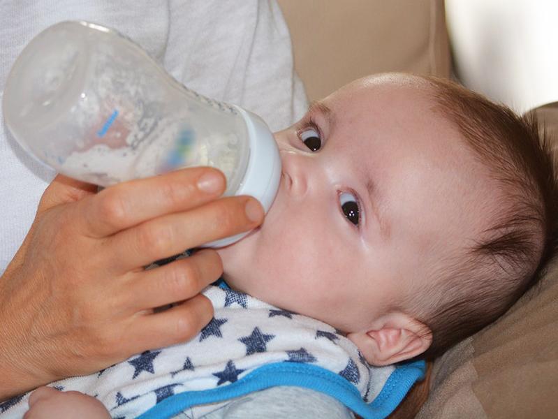 Nébih: Rákkeltő, génkárosító anyagot találtak több csecsemőtápszerben - Ezek a gyártók és országok érintettek