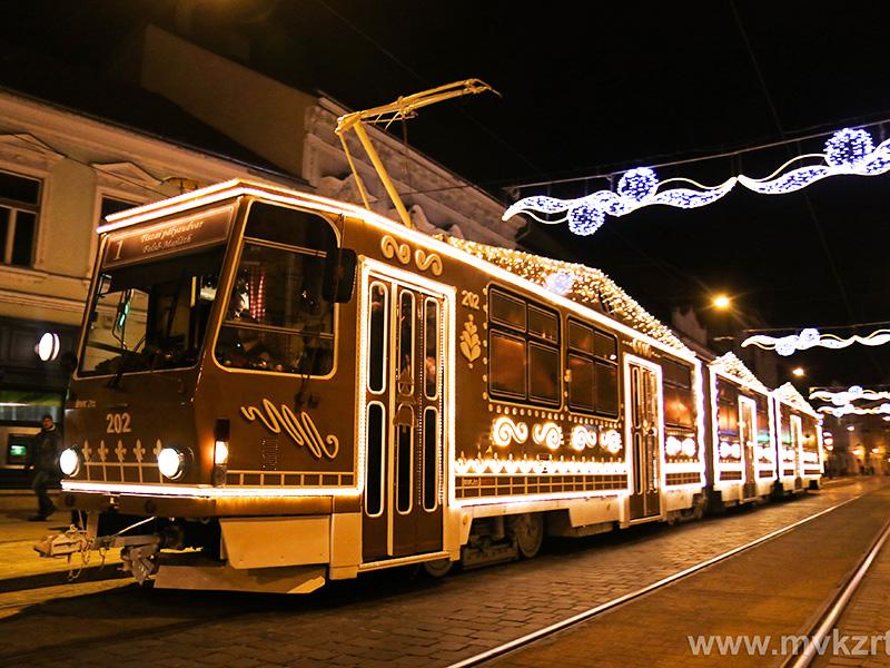 Fotó: Mézeskalács-villamos járja Miskolc utcáit! - A legkül