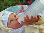 Ha lassan fejlődik a csecsemő, segíthet a táplálásterápia