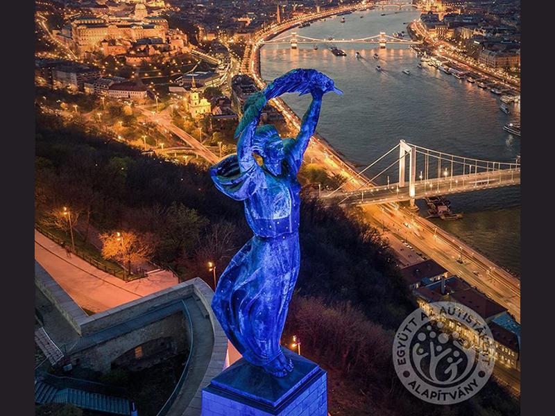 Autizmus világnapja április 2.: Ma este kék színben pompázna
