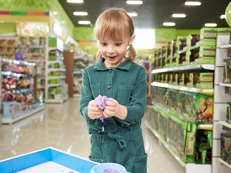 Nem lesz fiú-lány részleg, jönnek a gendersemleges játékok: